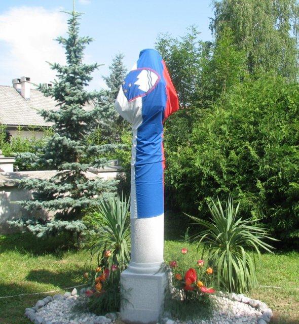 spomenik Karlu Mauserju pred odkritjem 2007