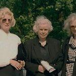 Po pogrebu sestre Berte Golob  pisteljica s prijateljico, hčerko in sestro